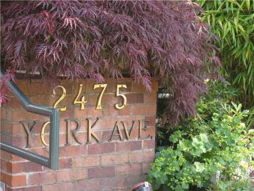 Main Photo: 210 2475 YORK Ave in Vancouver West: Kitsilano Home for sale ()  : MLS®# V956843