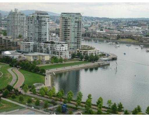 "Main Photo: 1328 MARINASIDE Crescent in Vancouver: False Creek North Condo for sale in ""CONCORD"" (Vancouver West)  : MLS®# V624207"