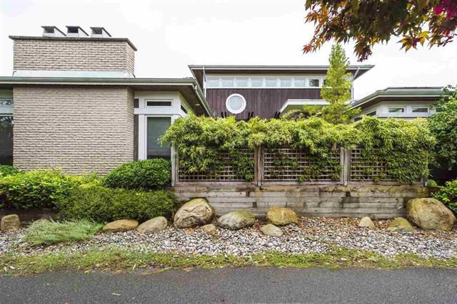 Main Photo: 198 66A Street in Tsawwassen: Boundary Beach House for sale : MLS®# R2303231
