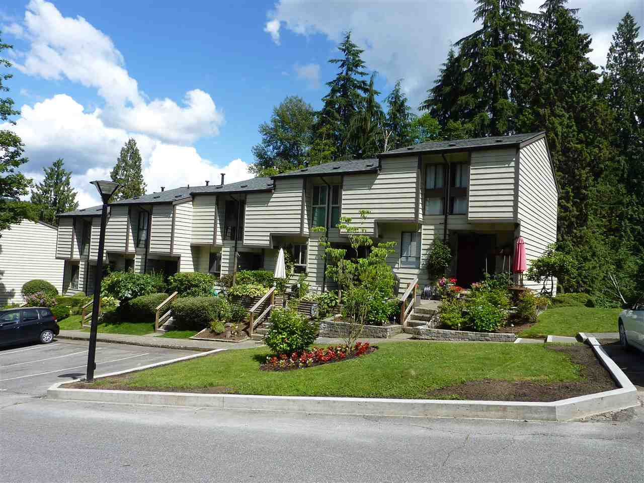 Main Photo: 142 BROOKSIDE DRIVE in Port Moody: Port Moody Centre Townhouse for sale : MLS®# R2081565