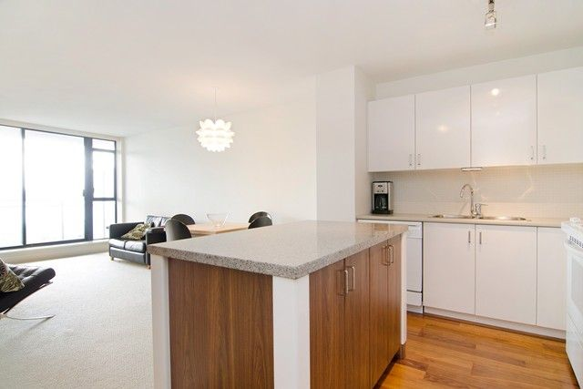 Photo 4: Photos: 711 175 W 1ST STREET in North Vancouver: Lower Lonsdale Condo for sale : MLS®# R2055650