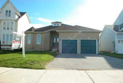Main Photo: 41 Royal Amber Crest in MOUNT ALBERT: House (Bungalow) for sale : MLS®# N1003527