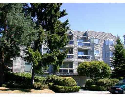 """Main Photo: 106 1550 CHESTERFIELD AV in North Vancouver: Central Lonsdale Condo for sale in """"THE CHESTER"""" : MLS®# V579298"""