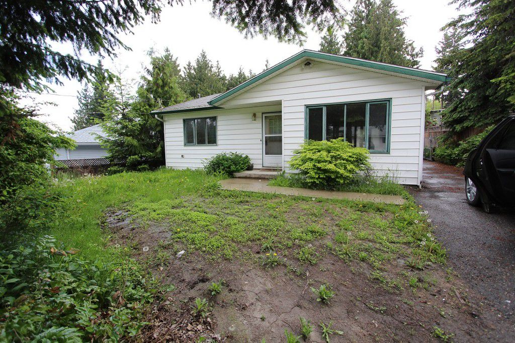Main Photo: 2820 Caen Road in Sorrento: House for sale : MLS®# 10088757