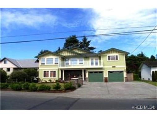 Main Photo: 3888 Cadboro Bay Road in VICTORIA: SE Cadboro Bay Single Family Detached for sale (Saanich East)  : MLS®# 215175
