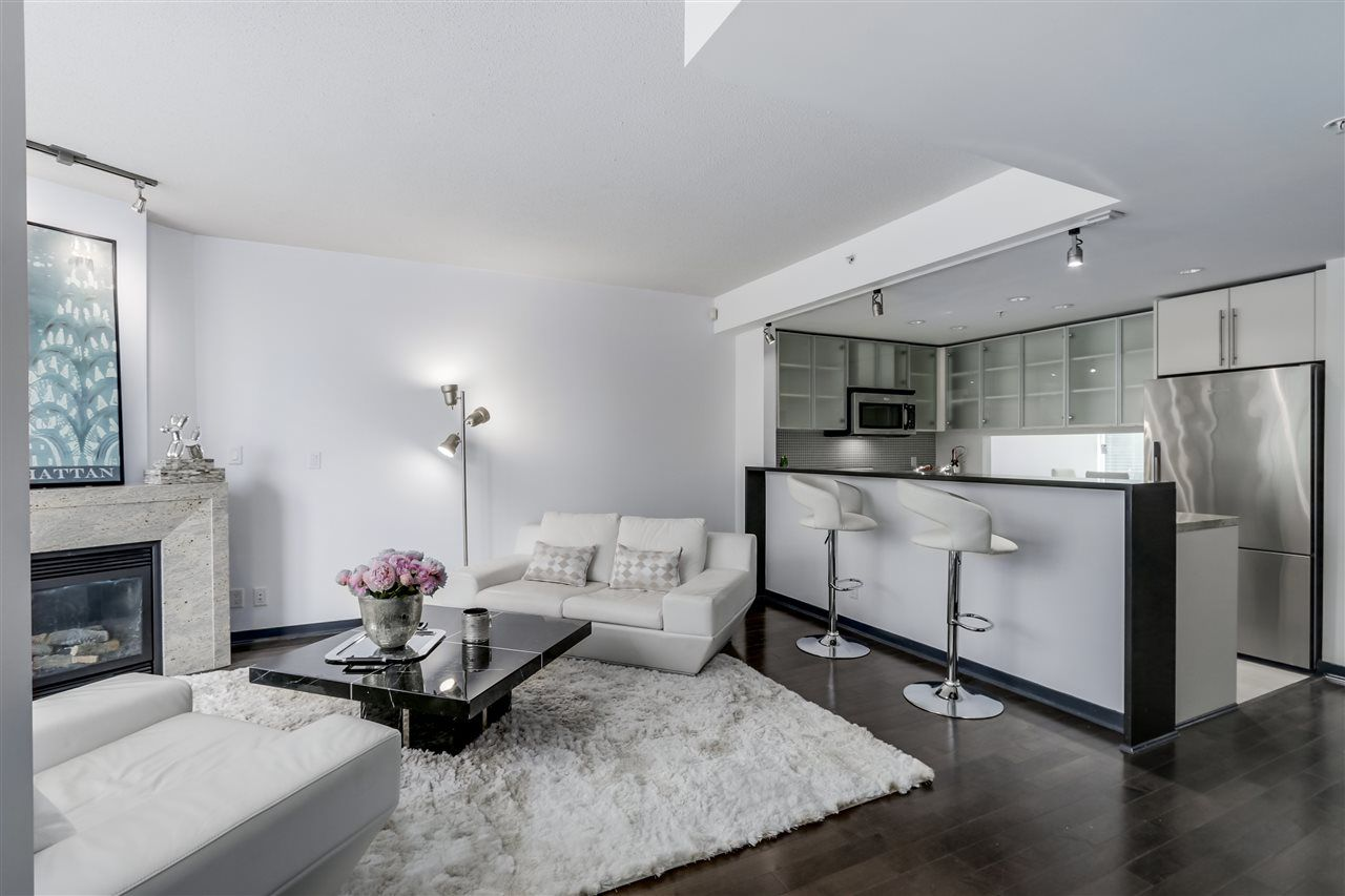 Main Photo: 11 SMITHE MEWS in Vancouver: Yaletown Townhouse for sale (Vancouver West)  : MLS®# R2076769