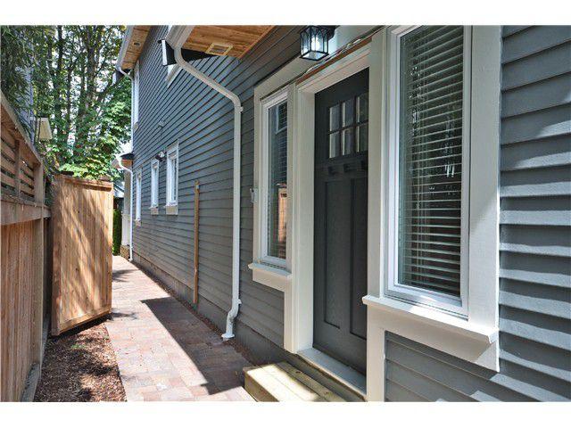 Main Photo: 526 E 10TH AV in Vancouver: Mount Pleasant VE House 1/2 Duplex for sale (Vancouver East)  : MLS®# V1024489