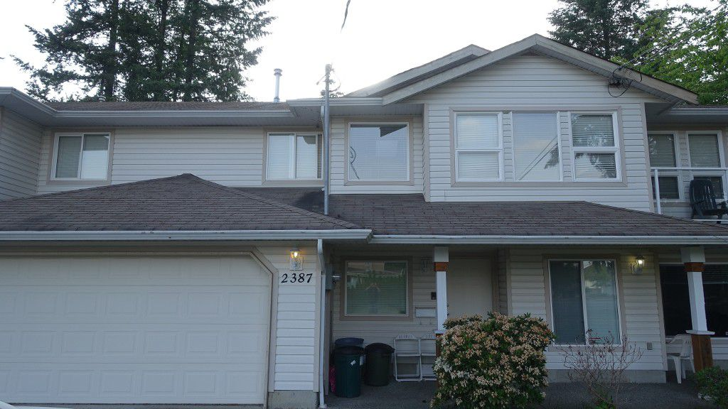 Main Photo: 2387 Broadway St. in Abbotsford: Central Abbotsford House 1/2 Duplex for rent