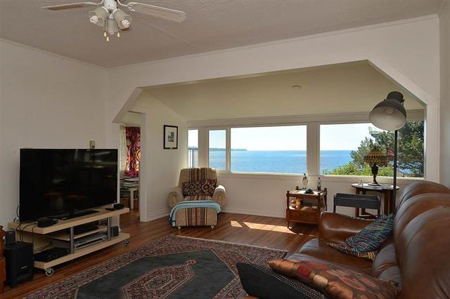 Main Photo: 6221 Sunshine Coast Hwy: Sechelt District House for sale (Sunshine Coast)  : MLS®# R2085335