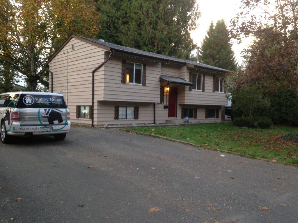 Main Photo: 34833 Laburnum Ave in Abbotsford: Abbotsford East House for rent