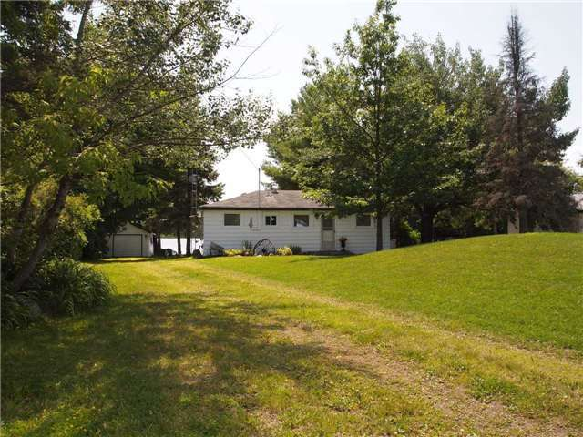 Main Photo: 255 McGuire Beach Road in Kawartha Lakes: Freehold for sale : MLS®# X3263140