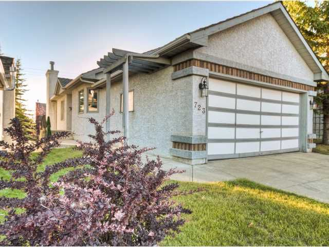 Main Photo: 723 WOODBINE Boulevard SW in CALGARY: Woodbine Residential Attached for sale (Calgary)  : MLS®# C3584095