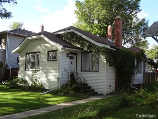 Main Photo: 915 10th Street East in Saskatoon: Nutana Single Family Dwelling for sale (Saskatoon Area 02)