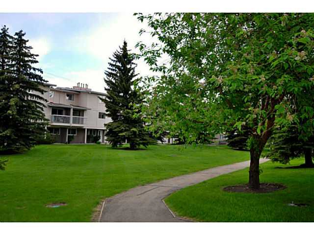 Main Photo: # 69 3015 51 ST SW in CALGARY: Glenbrook Condo for sale (Calgary)  : MLS®# C3620259