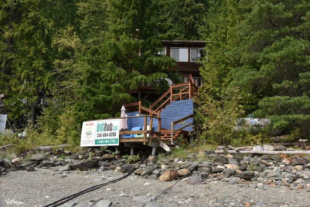Main Photo: 3 Aline Hill Beach in Shuswap Lake: The Narrows House for sale : MLS®# 10152873
