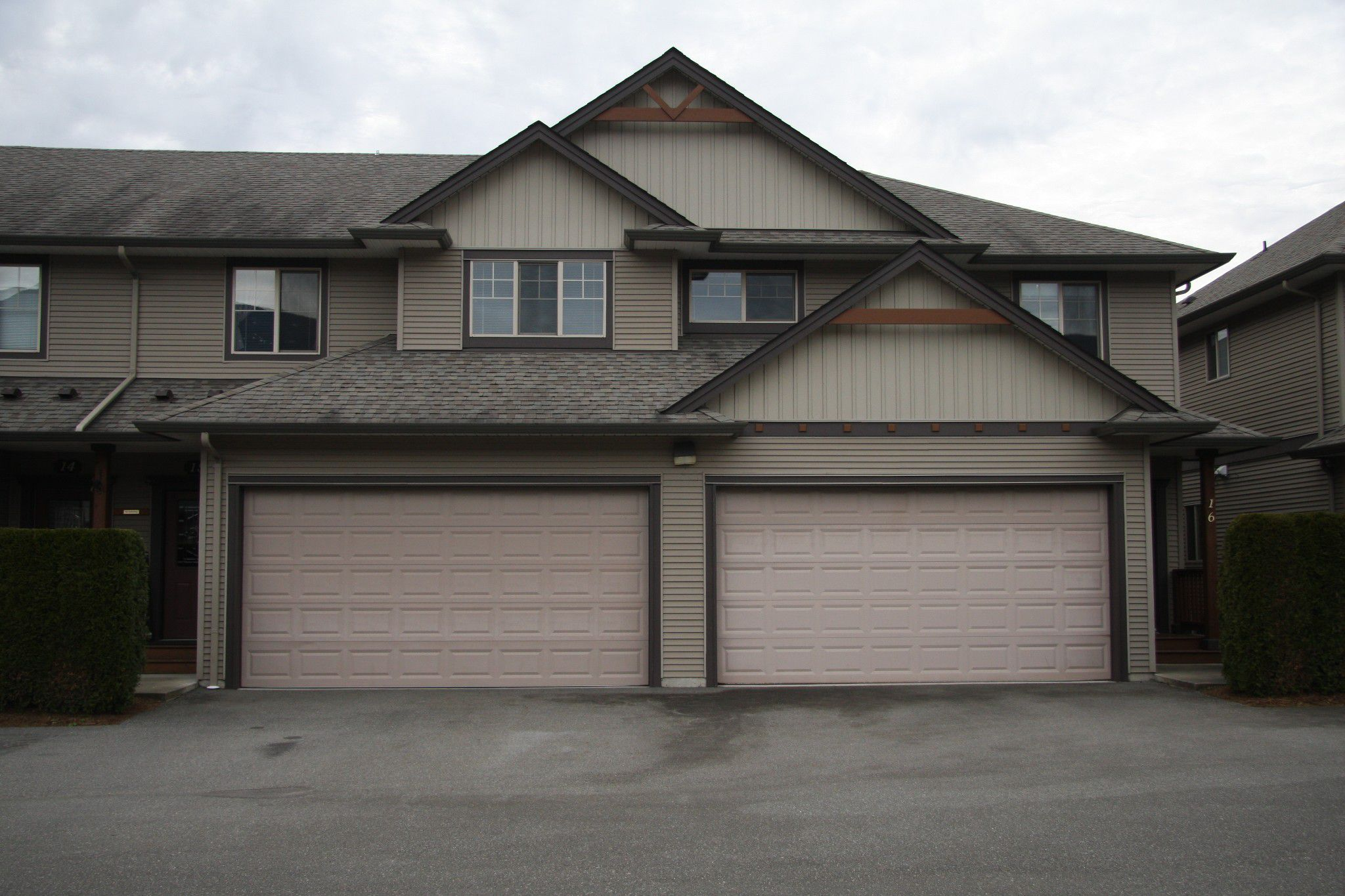 Main Photo: 15 7543 Morrow Road in Agassiz: Townhouse for sale