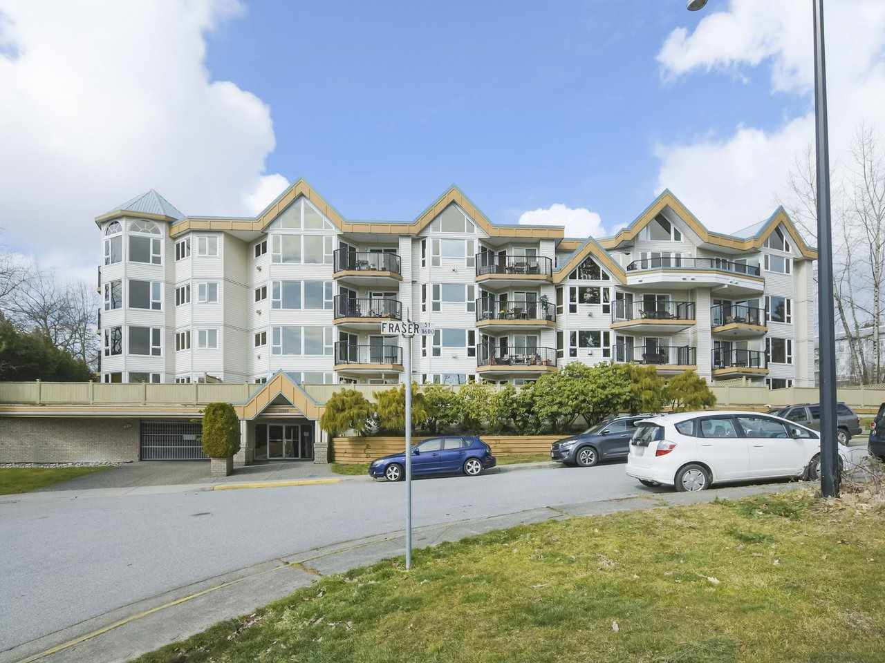 Main Photo: 204 11595 FRASER STREET in Maple Ridge: East Central Condo for sale : MLS®# R2348183