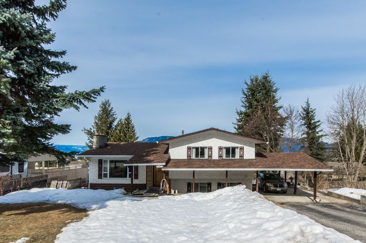 Main Photo: 3421 Northeast 1 Avenue in Salmon Arm: Broadview House for sale (NE Salmon Arm)  : MLS®# 10131122