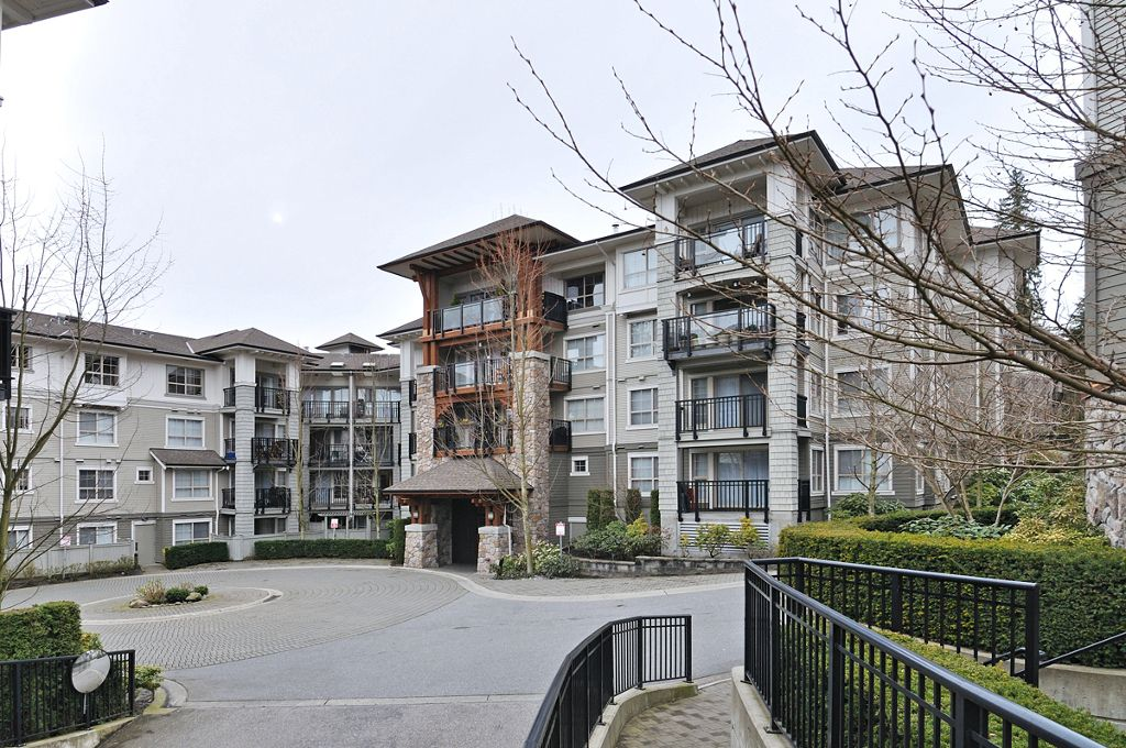 """Main Photo: 309 2958 SILVER SPRINGS Boulevard in Coquitlam: Westwood Plateau Condo for sale in """"TAMARISK"""" : MLS®# V940588"""