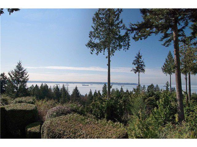"Main Photo: 3040 DEER RIDGE Close in West Vancouver: Deer Ridge WV Townhouse for sale in ""DEER RIDGE ESTATES"" : MLS®# V997806"