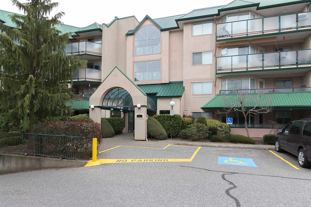 Main Photo: 320 2962 TRETHEWEY STREET in Abbotsford: Abbotsford West Condo for sale : MLS®# R2259674