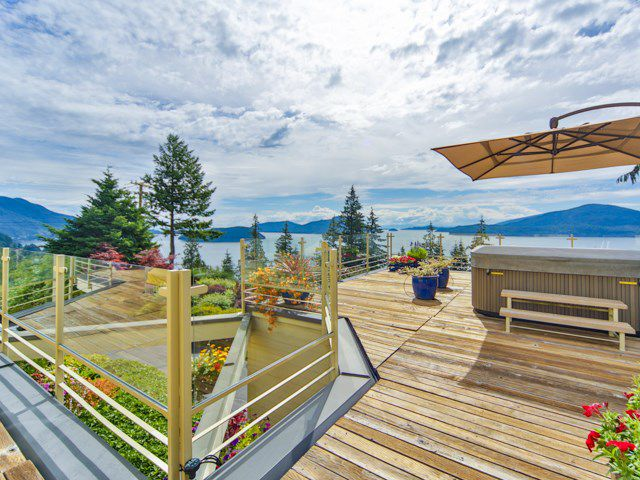 Main Photo: 242 BAYVIEW ROAD in West Vancouver: Lions Bay House for sale : MLS®# R2083072
