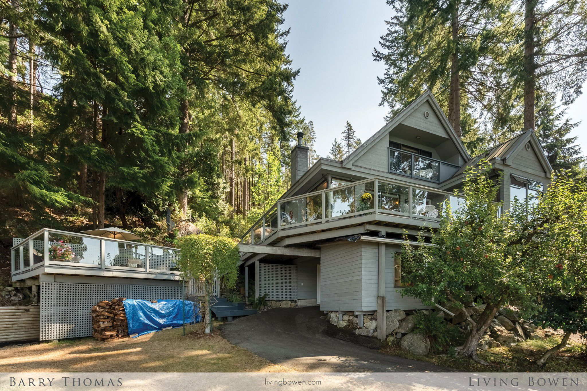 Main Photo: 987 Privateer Road in Bowen Island: Bluewater House for sale : MLS®# R2301061