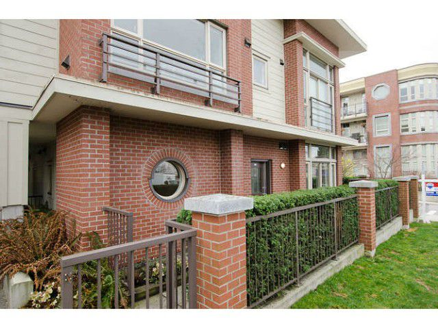 Main Photo: 218 E 12 Avenue in Vancouver: Mount Pleasant VE Townhouse for sale (Vancouver East)  : MLS®# V1054641