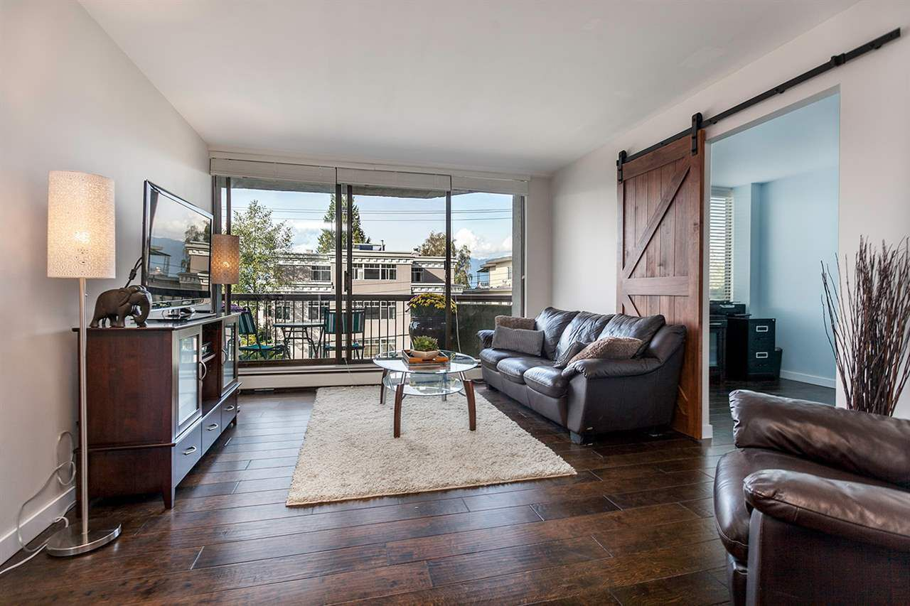 Main Photo: 302 2445 W 3RD AVENUE in Vancouver: Kitsilano Condo for sale (Vancouver West)  : MLS®# R2061732