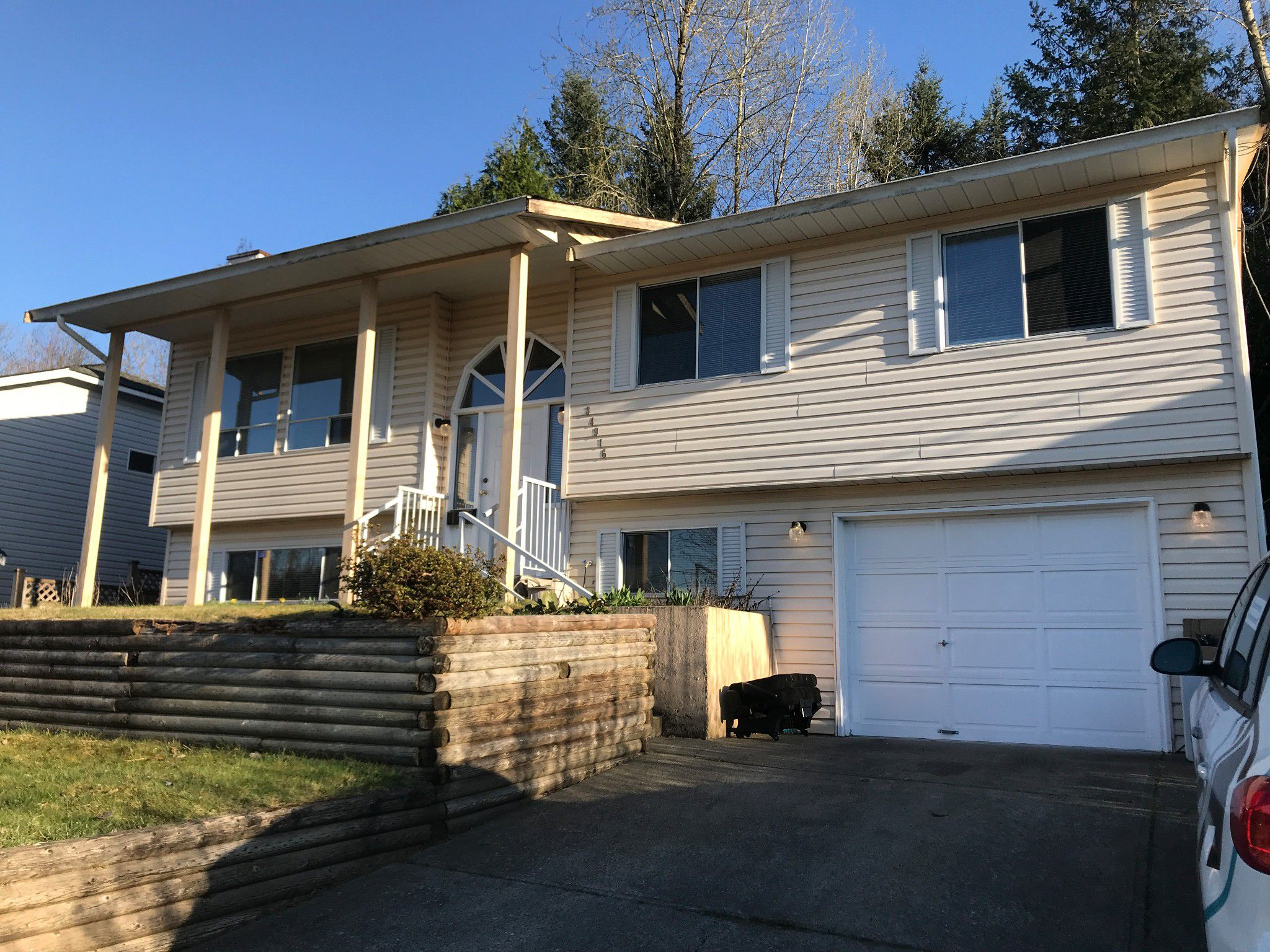 Main Photo: 34916 High Dr. in Abbotsford: Abbotsford East House for rent