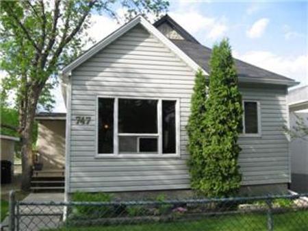 Main Photo: 747 ELGIN Avenue: Residential for sale (Brooklands)  : MLS®# 1111231