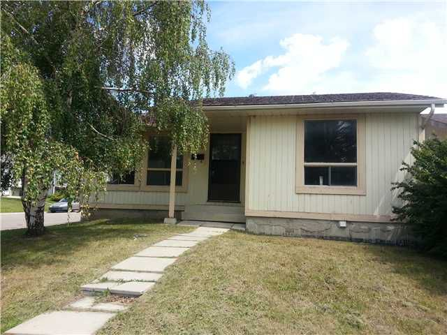 Main Photo: 59 FALLSWATER Road NE in CALGARY: Falconridge Residential Detached Single Family for sale (Calgary)  : MLS®# C3582374