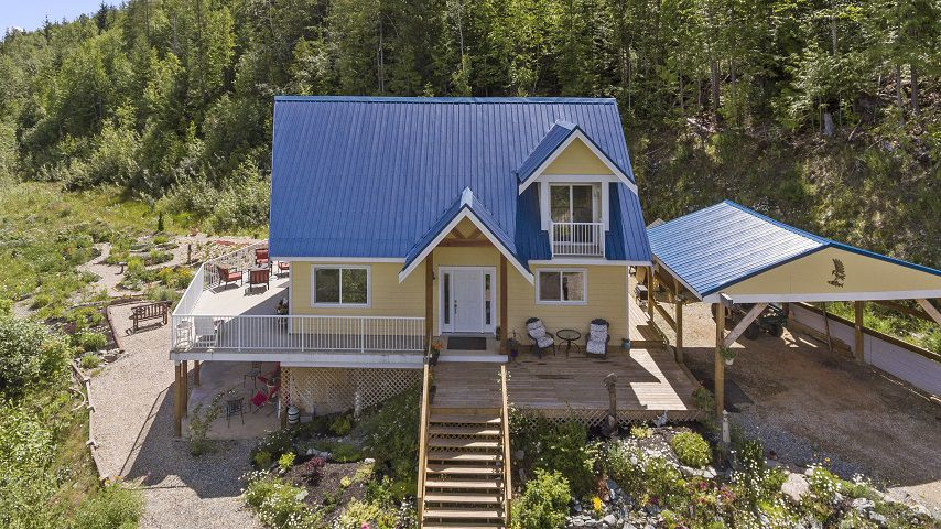 Main Photo: 4376 Rose Crescent in Eagle Bay: House for sale