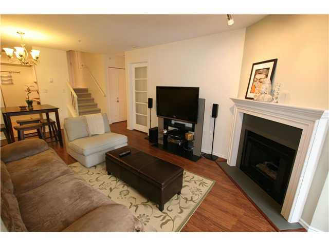"""Main Photo: 206 3680 RAE Avenue in Vancouver: Collingwood VE Condo for sale in """"RAE COURT"""" (Vancouver East)  : MLS®# V945467"""