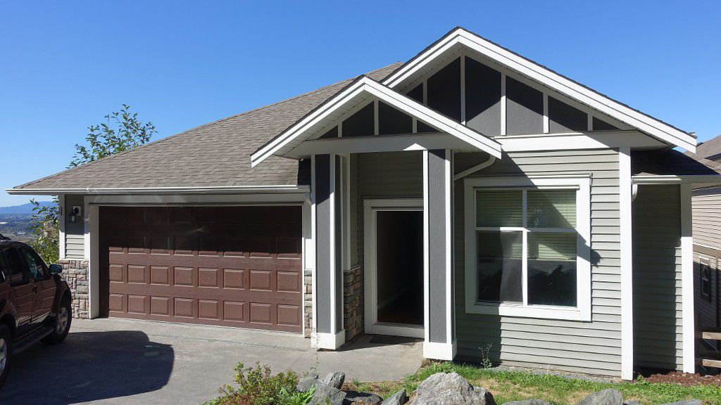 Main Photo: 47270 Skyline Drive in Chilliwack: House for rent