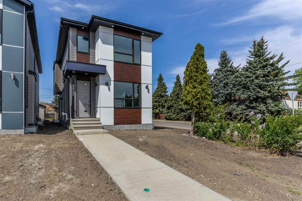 Main Photo: 9842 159 ST NW in Edmonton: Zone 22 House for sale : MLS®# E4112910