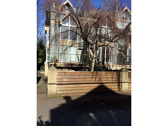 Main Photo: 3021 LAUREL ST in Vancouver: Fairview VW Condo for sale (Vancouver West)  : MLS®# V1108864