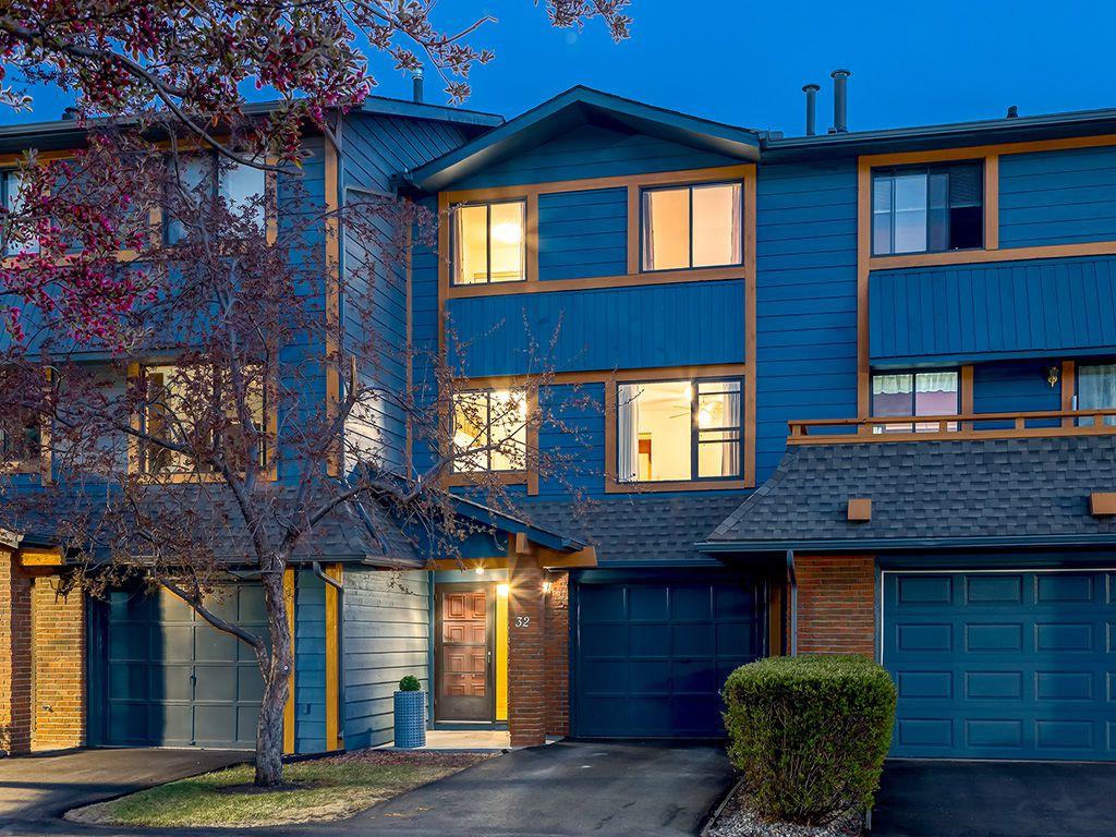 Main Photo: 32 10030 Oakmoor Way SW in Calgary: Oakridge House for sale : MLS®# c4010700