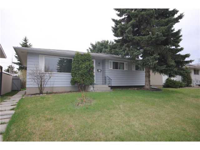 Main Photo: 727 AVONLEA Place SE in CALGARY: Acadia Residential Detached Single Family for sale (Calgary)  : MLS®# C3521780