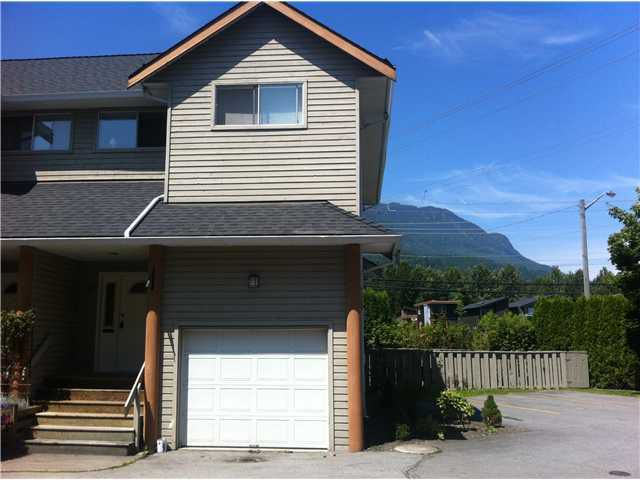 "Main Photo: 8 1700 MAMQUAM Road in Squamish: Garibaldi Estates Townhouse for sale in ""MOUNTAIN  MEWS"" : MLS®# V960536"