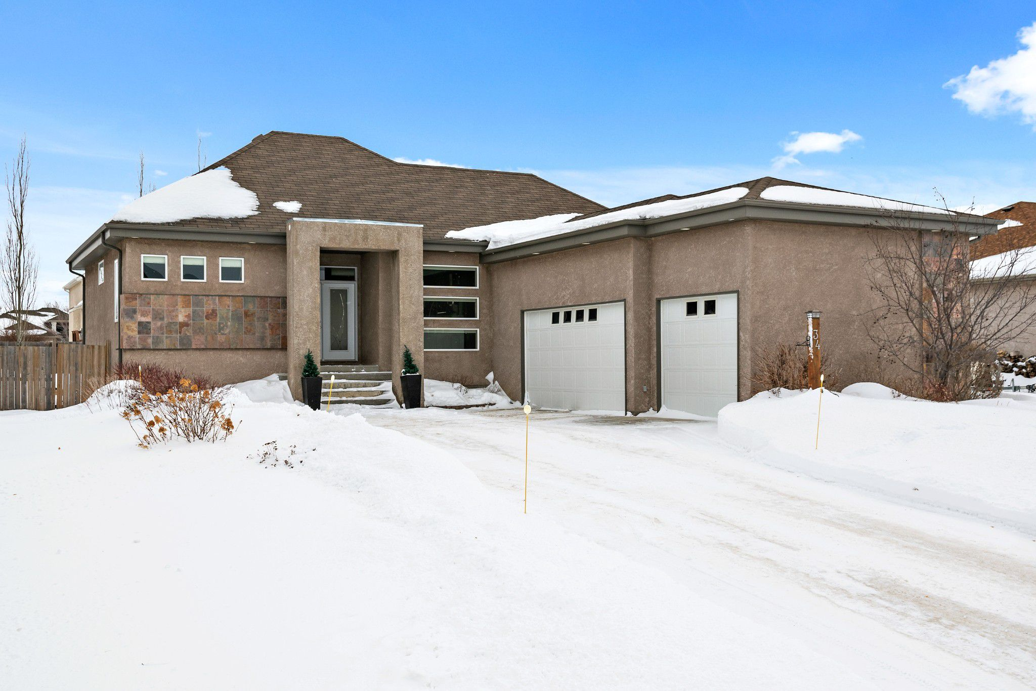 Immaculate custom built 1593 sf home in the heart of Oakbank. Great curb appeal and beautifully landscaped 85 x 140 lot with large boulder rocks, trees and shrubs. Gorgeous open concept home which boast 10' ceilings and a large 9' granite countertop slab,
