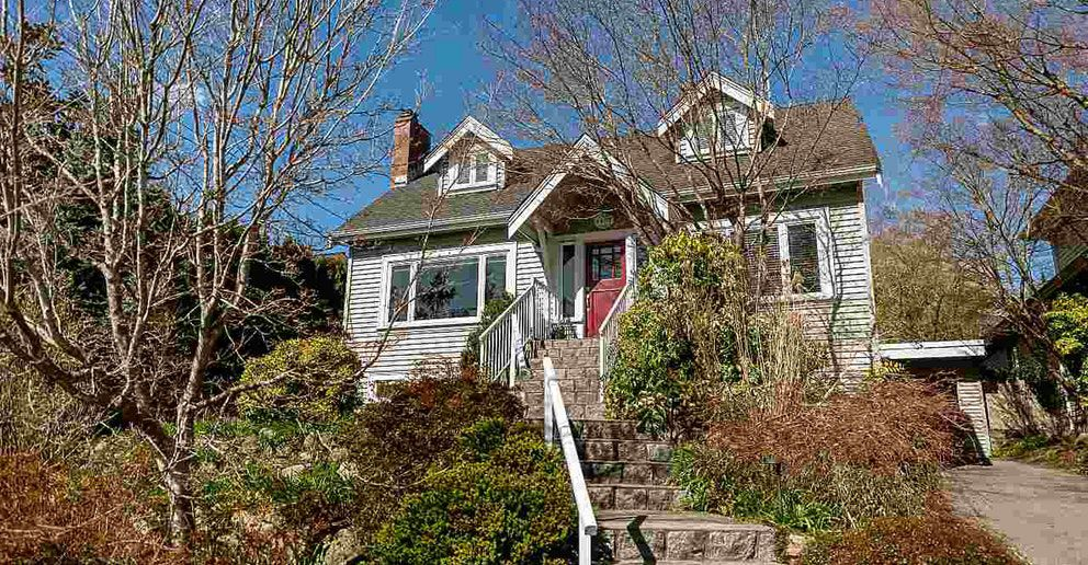 Main Photo: 1437 Kings Ave in West Vancouver: House for lease