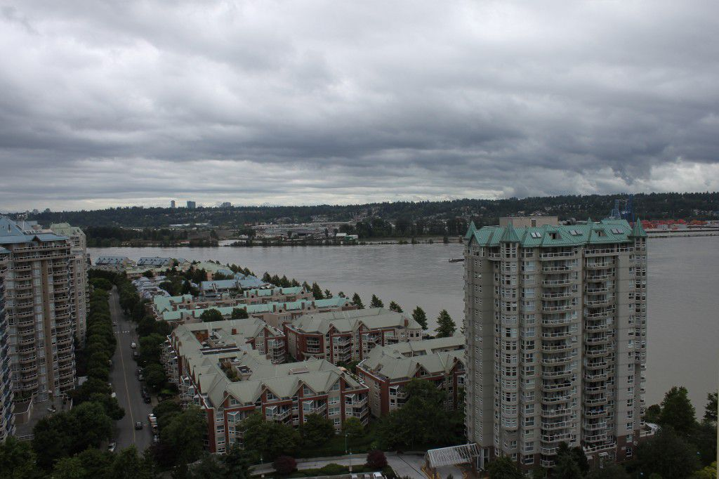 Main Photo: PENTHOUSE: Condo for sale : MLS®# V1014827