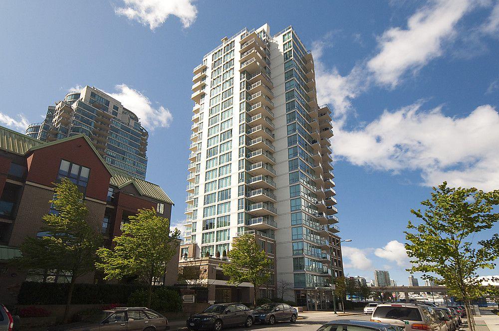 "Main Photo: 1805 120 MILROSS Avenue in Vancouver: Mount Pleasant VE Condo for sale in ""BRIGHTON"" (Vancouver East)  : MLS®# V998936"