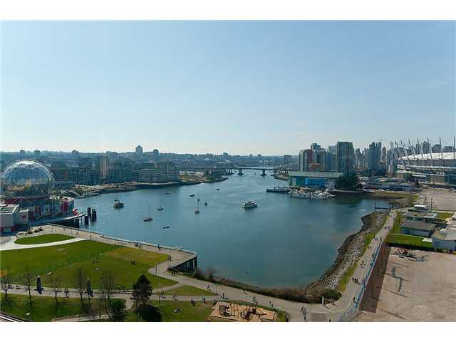 "Main Photo: 1805 120 MILROSS Avenue in Vancouver: Mount Pleasant VE Condo for sale in ""BRIGHTON"" (Vancouver East)  : MLS®# V998936"