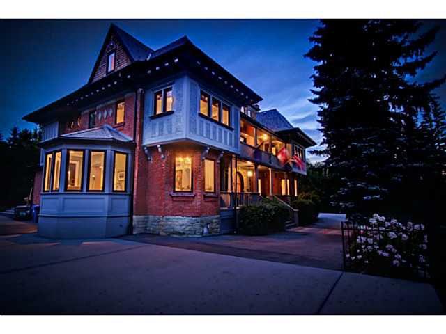 Main Photo: 717 ROYAL AV SW in CALGARY: Mount Royal House for sale (Calgary)  : MLS®# C3636869