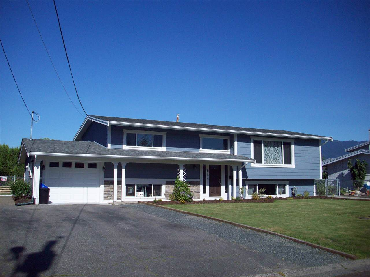 Main Photo: 8753 BUTCHART STREET in Chilliwack: Chilliwack E Young-Yale House for sale : MLS®# R2068310