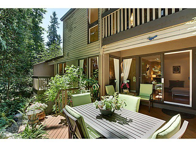 """Main Photo: 1065 HERITAGE Boulevard in North Vancouver: Seymour Townhouse for sale in """"HERITAGE IN THE WOODS"""" : MLS®# V1026380"""