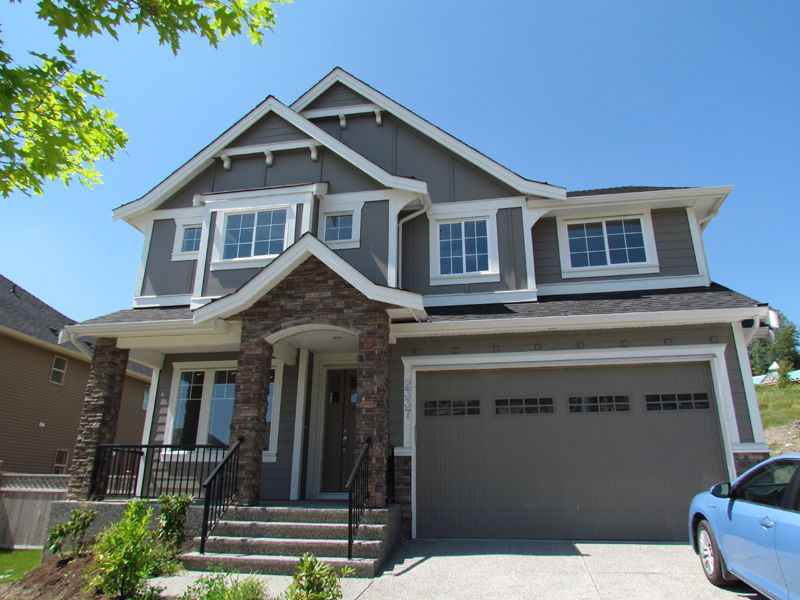 Main Photo: 2337 Chardonnay Lane in Abbotsford: Aberdeen House for rent