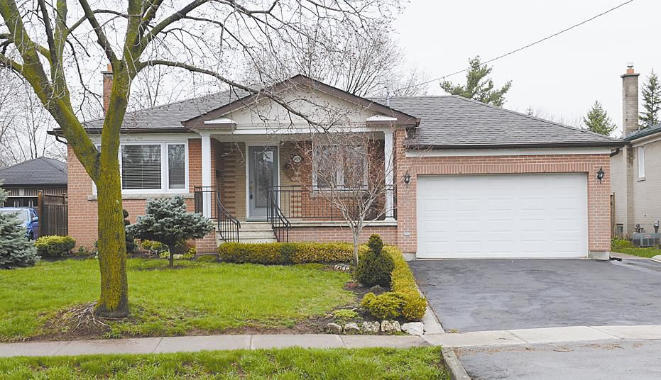 Main Photo: 1475 Bridge Rd in : 1020 - WO West FRH for sale (Oakville)  : MLS®# OM2056389